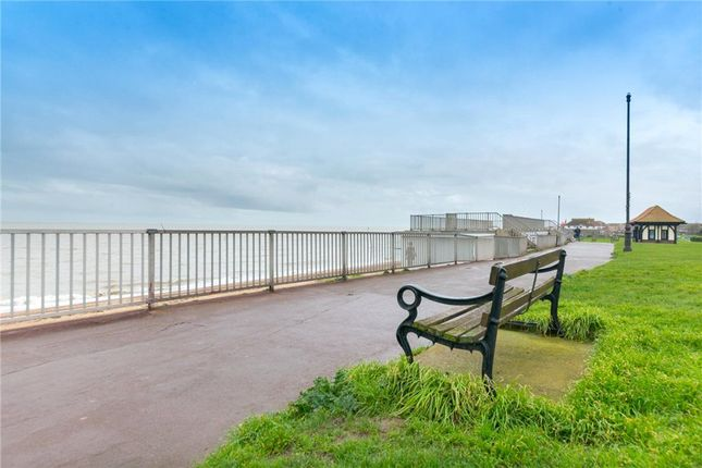 Picture No. 29 of Marine Parade West, Clacton-On-Sea CO15