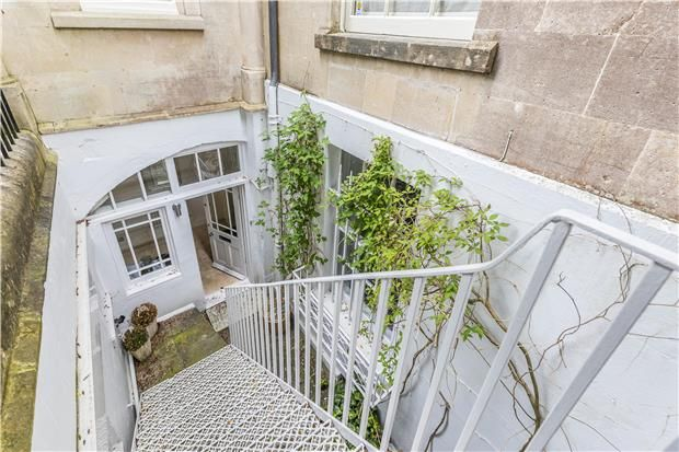 2 bed flat for sale in Sion Hill Place, Bath, Somerset