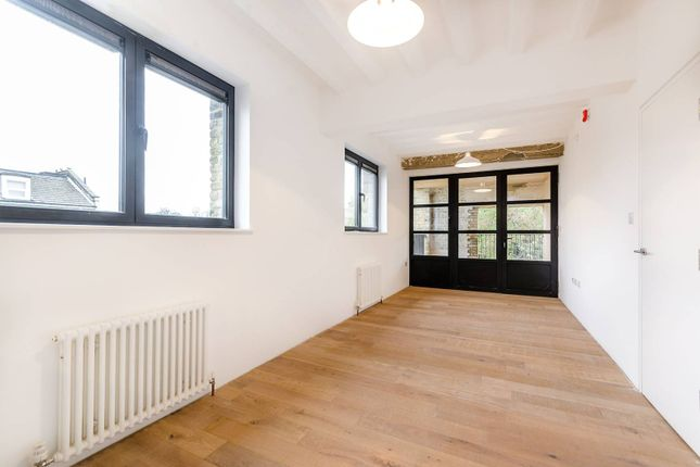 Thumbnail Flat to rent in Old Road, Blackheath