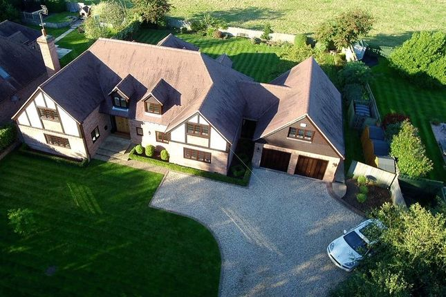 Thumbnail Detached house for sale in Manor Farm Lane, Tidmarsh, Reading