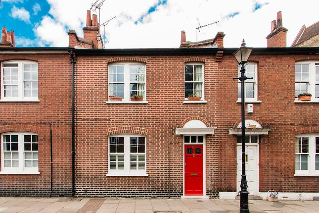 Thumbnail Terraced house for sale in Globe Road, London