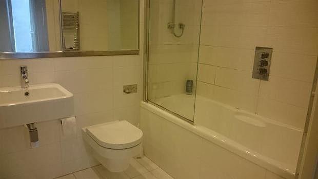 Main Bathroom of Blackfriars Road, Salford M3