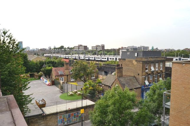3 bed maisonette to rent in 28 Barnsley Street, Whitechapel
