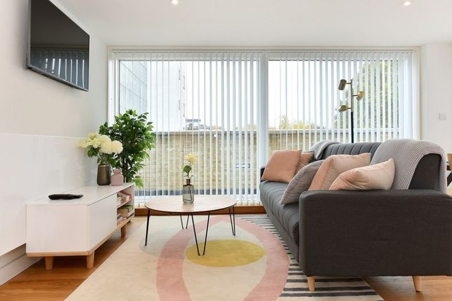 Thumbnail Flat to rent in Goswell Road, Angel