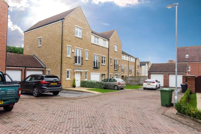 Thumbnail Town house for sale in St. Martins Field, Leeds