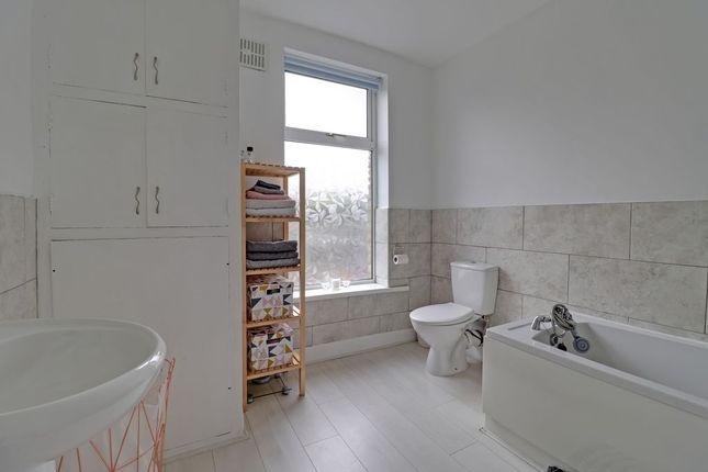 Bathroom 1 of Broad Street, Todmorden OL14