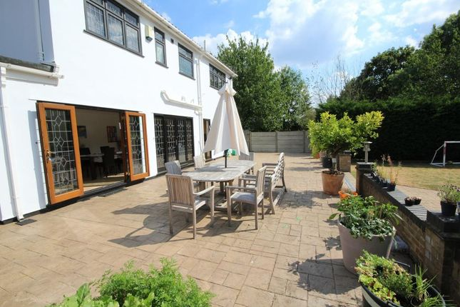 Thumbnail Maisonette to rent in Edgwarebury Lane, Edgware, Middlesex