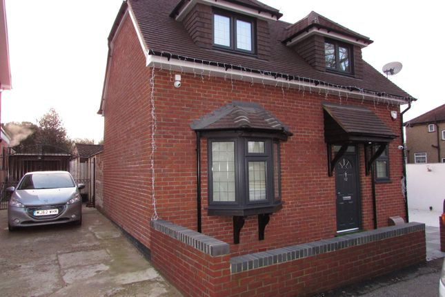Thumbnail Detached house for sale in Swallow Street, Iver
