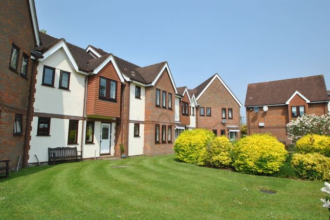 Thumbnail Flat for sale in Giles Gate, Prestwood, Great Missenden