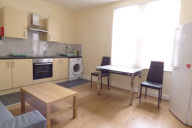 Thumbnail Flat to rent in Colwyn Road, Beeston