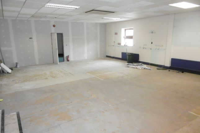 Commercial property to let in Desford Road, Kirby Muxloe, Leicester