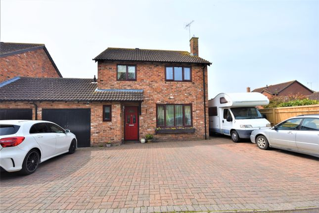 Thumbnail Detached house for sale in Wheatfields, Didcot