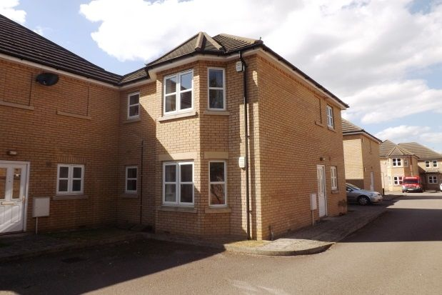 Thumbnail Flat to rent in Ely Croft, Biggleswade