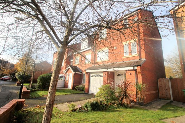 Thumbnail Town house for sale in Chelsfield Grove, Manchester