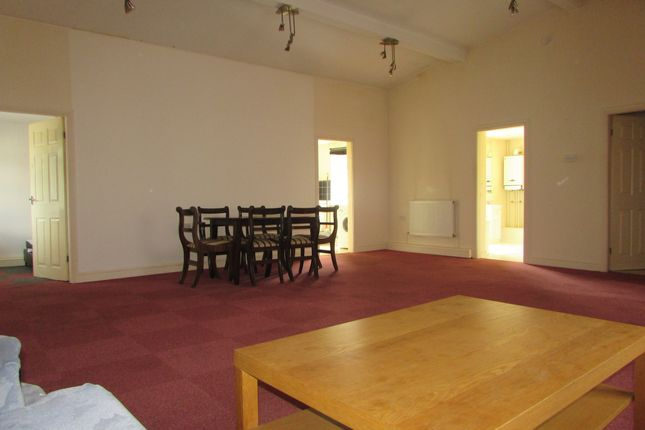Thumbnail Flat to rent in Hainton Avenue, Grimsby