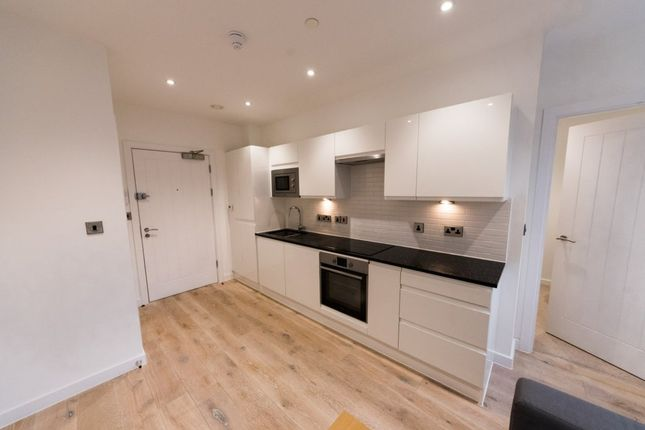 1 bed flat to rent in 60, Garrard House, Reading Station