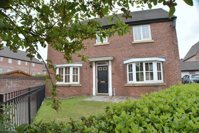 Thumbnail Property to rent in Kestrel Close, Hyde