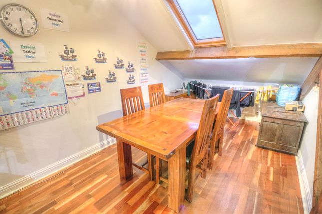 Dining Area of Manor Park Road, Glossop SK13