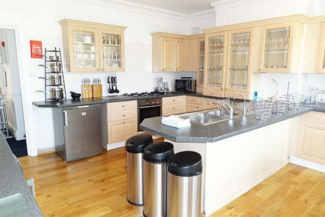 Thumbnail Shared accommodation to rent in Somerhill Road, Hove