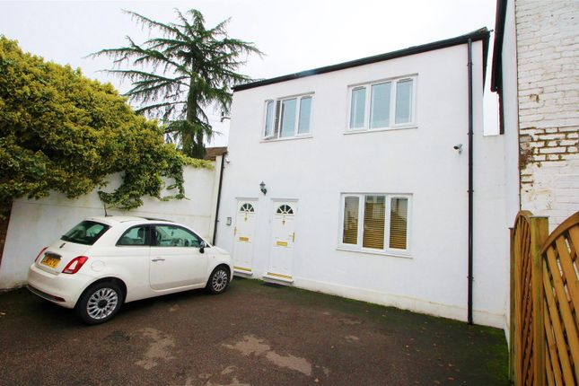 Maisonette to rent in High Street, Elstree, Borehamwood