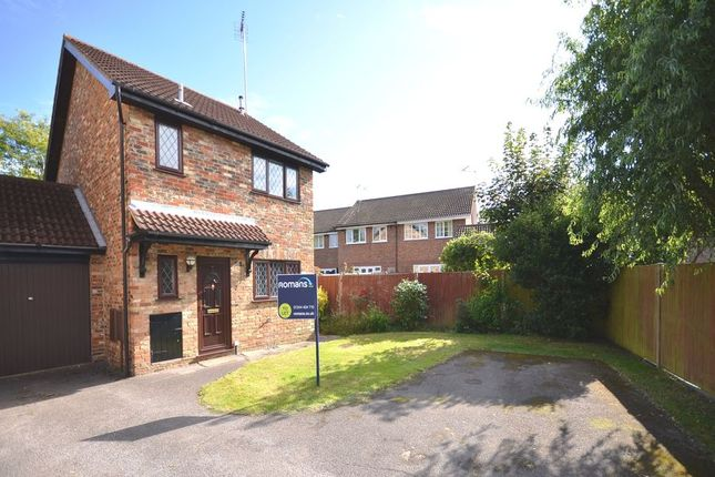 Thumbnail Link-detached house to rent in Emery Down Close, Martins Heron, Bracknell