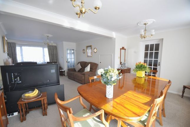 Home Park Road Yateley GU46 4 Bedroom Semi Detached House For Sale