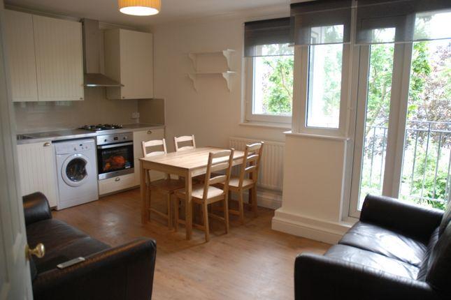 3 bed flat to rent in Hunton Street, London
