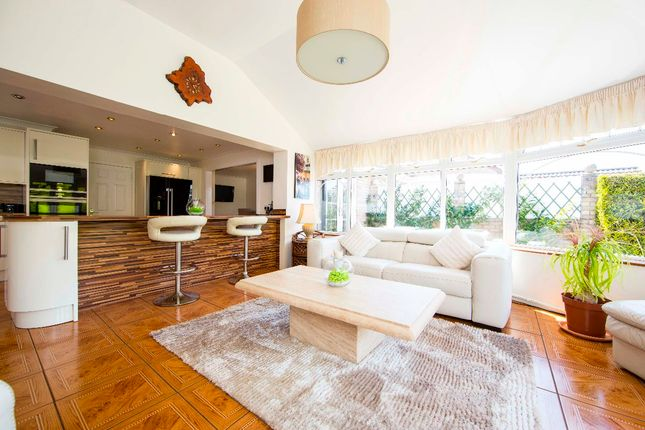 Bungalow for sale in The Oaks, Quakers Yard