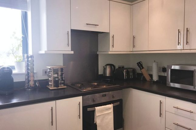 2 bed flat to rent in Salk Close, Edgware