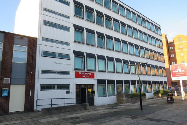 1 bed flat to rent in Carr House Road, Hyde Park, Doncaster DN1