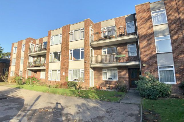 Thumbnail Flat to rent in Holmbury Manor, Sidcup, Kent