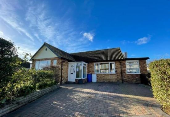 3 bed bungalow to rent in Oxford Crescent, Clacton-On-Sea CO15