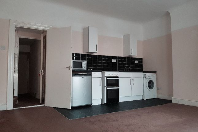 Thumbnail Flat to rent in Hawthorne Road, Bootle, Merseyside