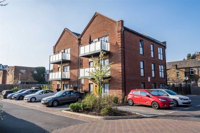 Thumbnail Flat to rent in Otter Way, Yiewsley