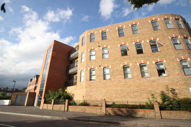 Thumbnail Flat to rent in High Road, Woodford Green