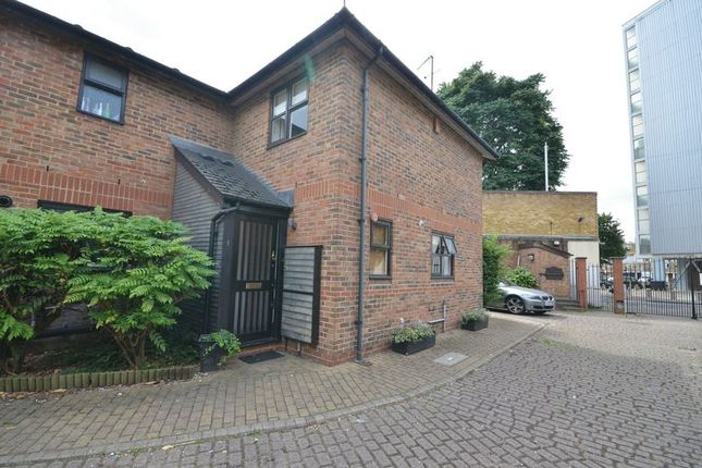 Thumbnail Semi-detached house to rent in Lamplighter Close, London