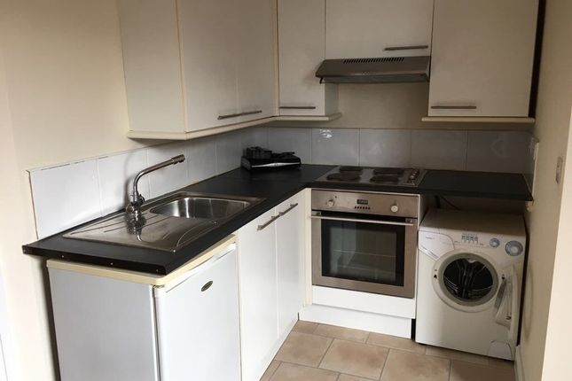 Thumbnail Flat to rent in Lidgett Lane, Garforth, Leeds