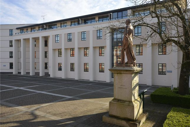 Thumbnail Flat for sale in Queens Court, Peninsula Square, Winchester
