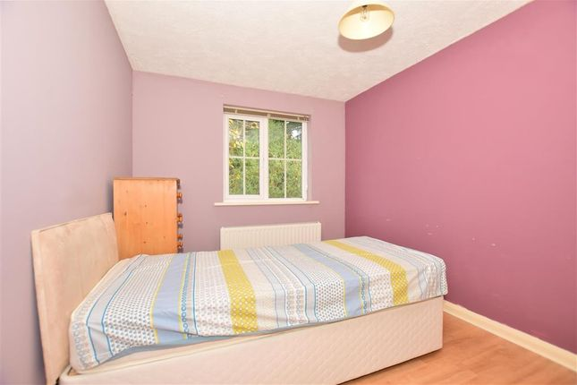 Thumbnail Flat for sale in Lakers Meadow, Billingshurst, West Sussex