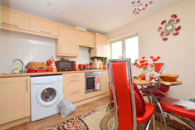 2 bed flat to rent in Sarum Road, Luton