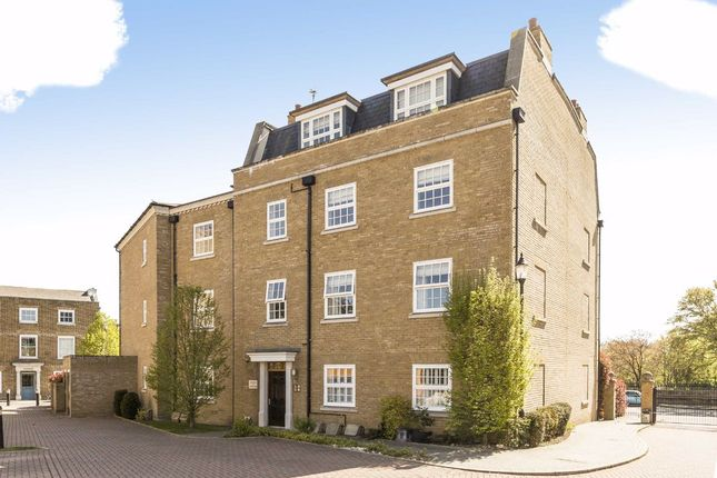 3 bed flat to rent in Lendy Place, Sunbury-On-Thames TW16