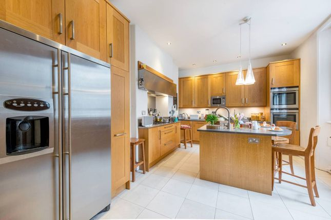 Thumbnail Flat for sale in Kensington Mansions, Earls Court