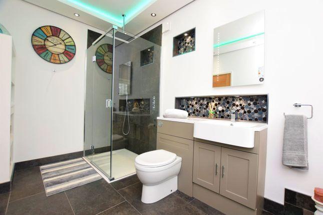 En-Suite of Milner Road, Heswall, Wirral CH60