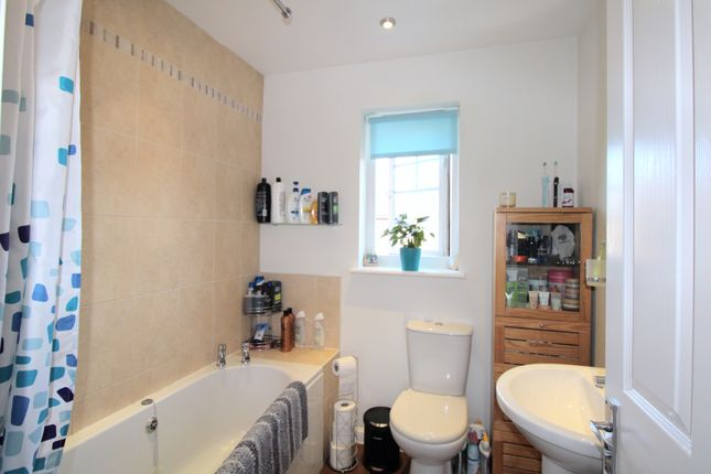 Family Bathroom of Barberry Crescent, Bootle L30