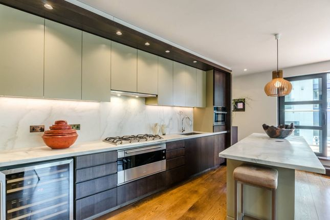 Thumbnail Flat for sale in Wandsworth High St, Putney