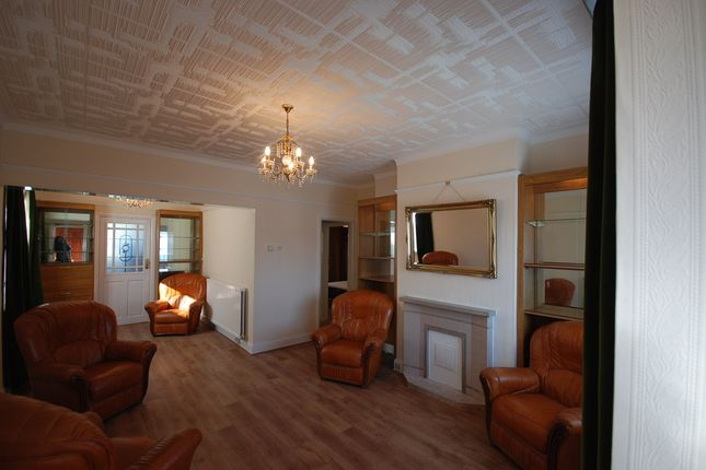 Thumbnail Bungalow to rent in Parkfields Avenue, Kingsbury