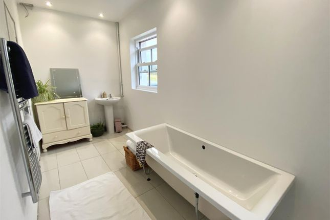 Modern Bathroom of Llanarth SA47