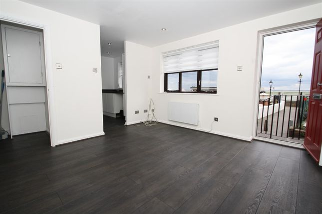 Thumbnail Flat to rent in High Street, Leigh-On-Sea