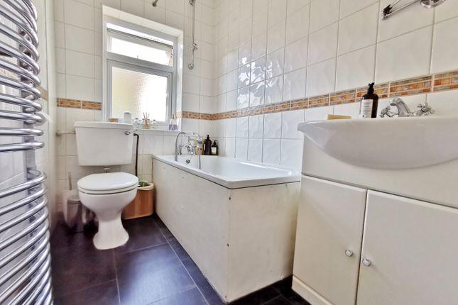 Bathroom of Oakleigh Road North, London N20