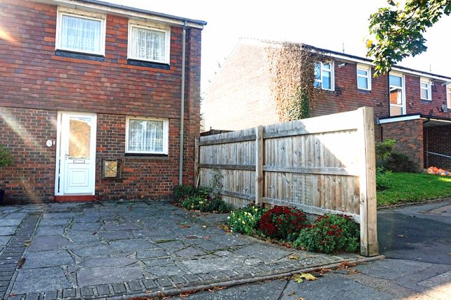 Thumbnail Terraced house for sale in Sevenoaks Clsoe, Harold Hill